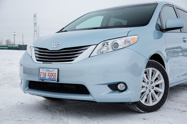 the 2016 toyota sienna minivan comes in five main trim. Black Bedroom Furniture Sets. Home Design Ideas