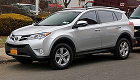 2013_Toyota_RAV4_XLE_AWD_front_left
