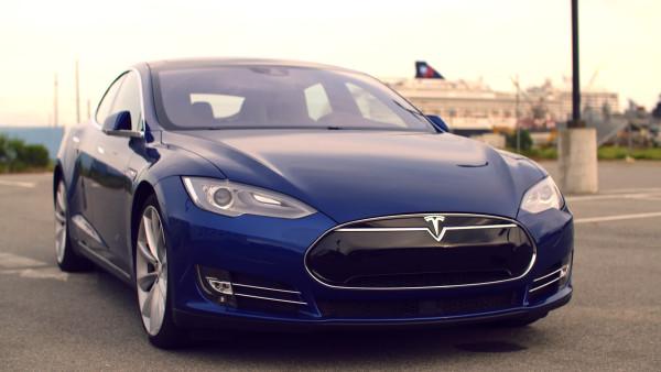 Tesla-summon-feature-is-like-knight-rider-kinda-600x338